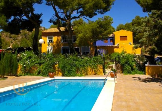 Great B&B + restaurant located in a Valley 50 min from Alicante and beaches