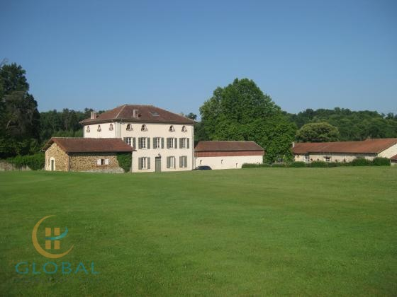 Golfcourse with Hotel & Villas in the Limoges area