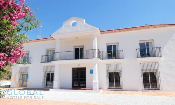 Small Hotel with restaurant close to Malaga with great potential to expand