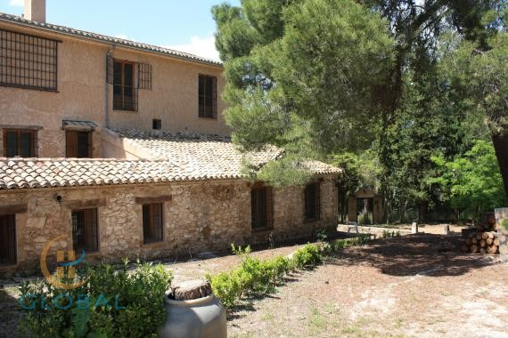 Small rural hotel in a 230 year old farmhouse close to Alicante