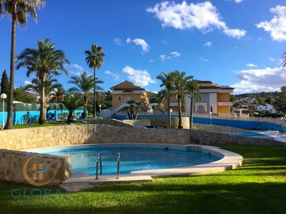 Aparthotel with 52 suites at Costa Blanca