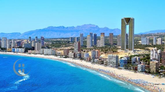 Frontline hotel in Benidorm /  possibility of 312 rooms
