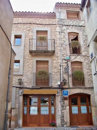 2 * Hotel with restaurant in a picturesque village 35 minutes from Tarragona and beach