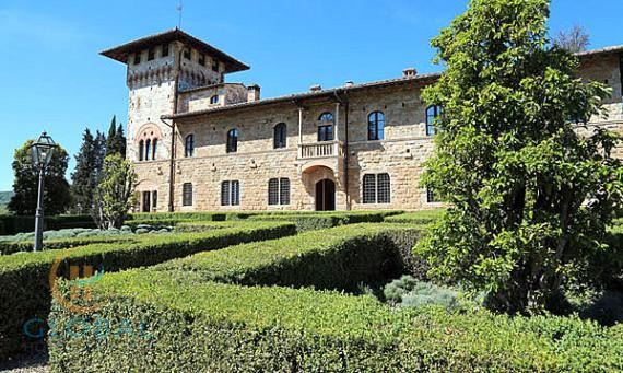 Luxury small 5 * hotel in Tuscany