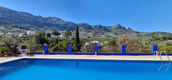 Charming B&B with pool and garden, 25 km from the beach